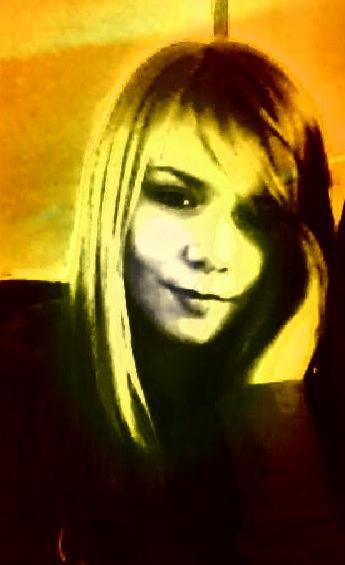 J'aimerais être naïve et croire que tout est éternel.. Que l'amour c'est pour la vie et que les amis sont tous fidèles..
