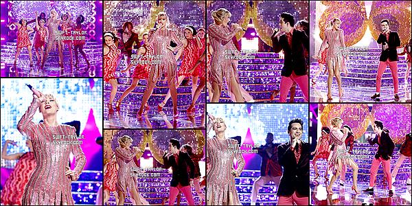 """○ Taylor et Brendon Urie on interprété """" ME ! """" sur le plateau de The Voice US. Le 21 / 05 / 2019.  J'aime beaucoup sa tenue de scène et celle de brendon et Top. Je leurs donne des Top et Vous ?"""