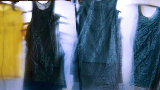 Une femme met 12 heures à choisir sa robe de fête