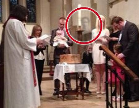 Le fantôme de son mari apparaît en pleine cérémonie