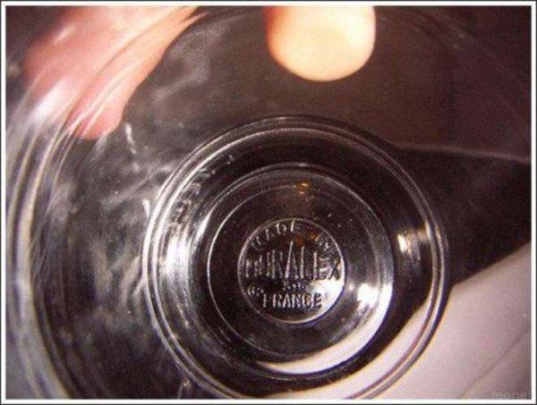 Que veut dire les nombres sous les verres de la cantine ?