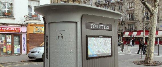 Elle trouve 3000 euros dans des toilettes publiques... et les rend