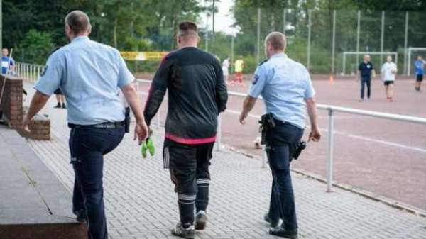 Un gardien de foot prend 43 buts... et se fait arrêter par la police !