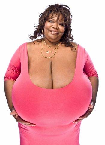 Elle possède les plus gros seins au monde