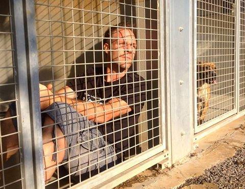 L'humoriste Rémi Gaillard enfermé dans une cage pour la bonne cause