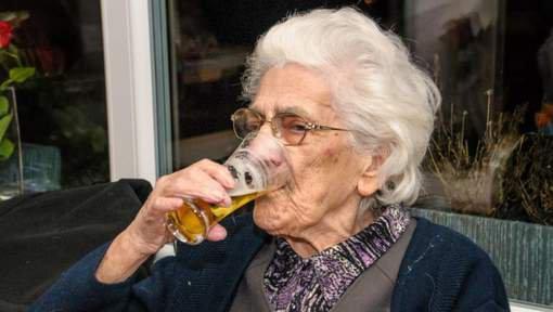 A 96 ans, elle boit entre 12 et 20 bières par jour