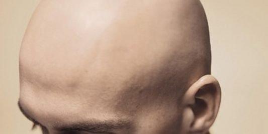 Un homme au crâne rasé serait plus dominant