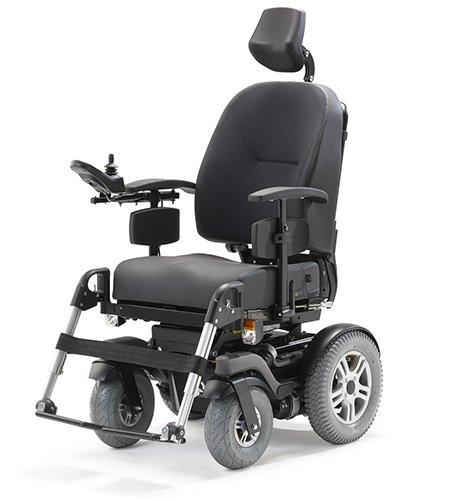 Il prend l'autoroute en fauteuil électrique