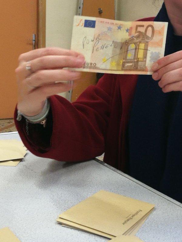 Un billet de 50¤ pour Pénélope Fillon dans un bulletin de vote