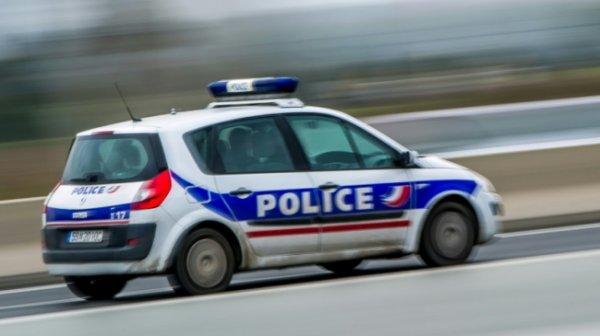 Le voleur se coince le bras dans la portière d'une voiture… il appelle la police