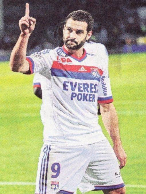 #03. Lisandro élu 2eme meilleur joueur Lyonnais de la saison 2010-2011 !