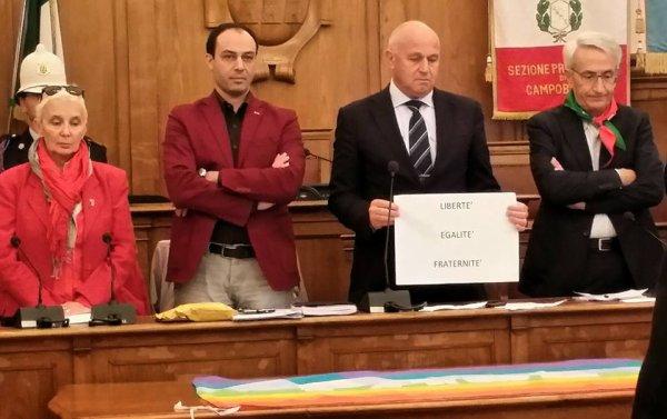 Solidarietà al Popolo  Parigino dal piccolo Molise _CAMPOBASSO(ITALY)