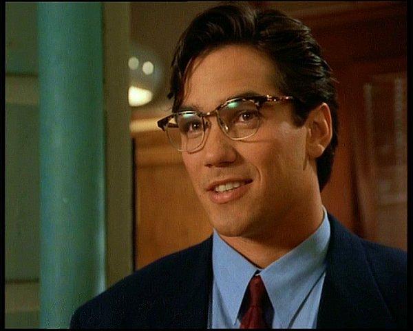 Dean Cain dans le rôle de Clark Kent