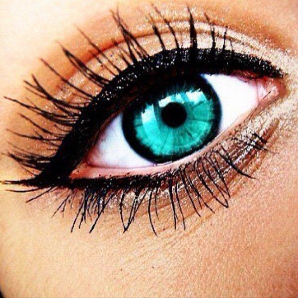 mes yeux avec des lentilles <3