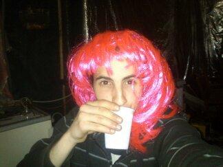 moi avc la peruque rose xd :d