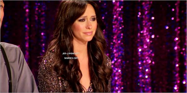 #30/03/12 : C'est une Jennifer plus que ravissante qui s'est rendue aux Rupaul Drag Race saison 4._________Gros coup de coeur pour sa manifique robe et ses escarpins. J'y accorde sans hésité un Top !#