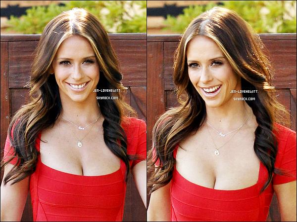 #23/05/12 : Jennifer a été aperçue sortant de chez elle pour se rendre sur le plateau de Craig Ferguson.#
