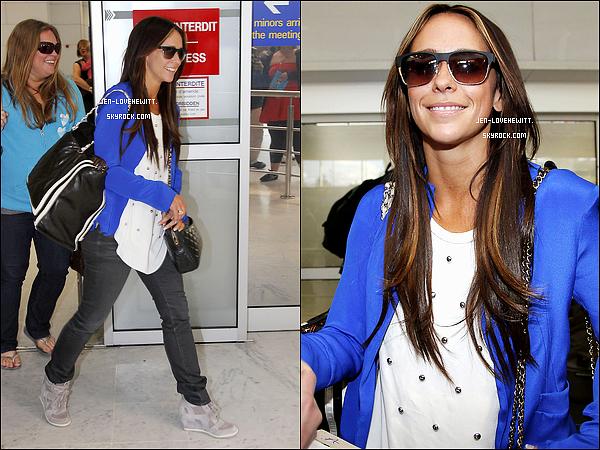 #11/06/12 : Jennifer Love Hewitt est arrivée à l'Aéroport de la Côte d'Azur avec Rebecca Field à Nice. #