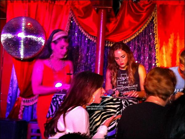 .05/09/12 :  Jennifer Love Hewitt à été aperçue faisant un partie de bingo où elle avait l'air de bien s'amuser. .
