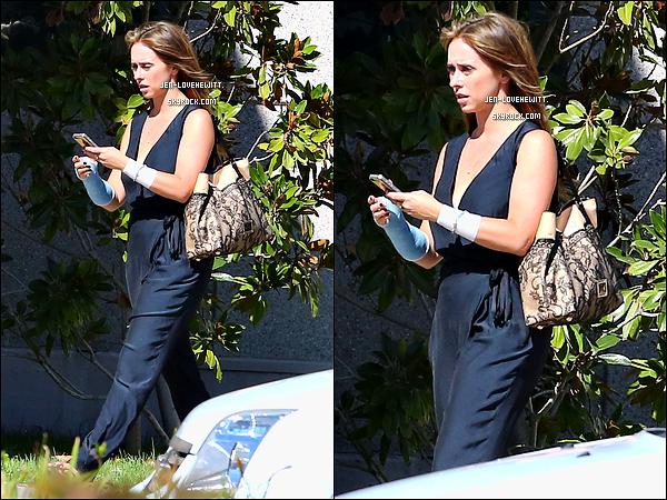 .15/10/12 : Jennifer Love Hewitt (et sa nouvelle couleur) été à l'hôpital de UCLA avant de partir en mission à L.A..