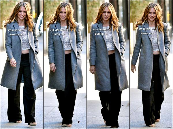 .04/03/13 : Jennifer Love Hewitt (et ses cheuveux court) a été vue dans la belle ville de New-York. Top ou Flop ?.