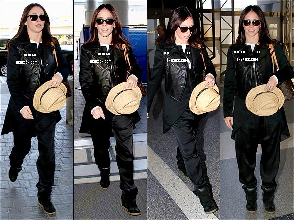 .24/05/13 : Jennifer Love Hewitt a été aperçue à l'aéroport  « LAX » avec (deviner qui) Brian Hallisay. Top ou Flop ?.