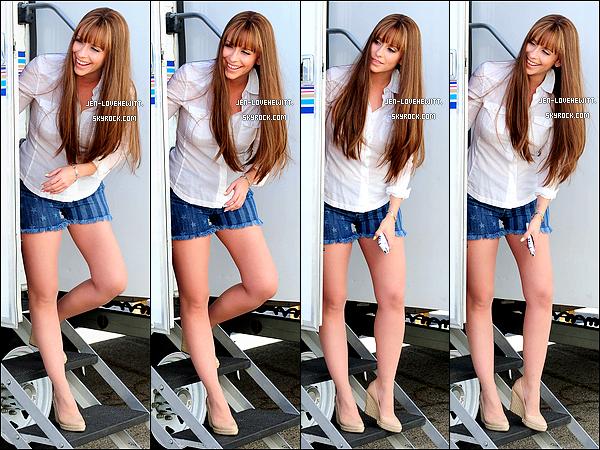 .16/04/13 : Jennifer Love Hewitt a été vue sur le set de sa série « The Client List » pour tourner l'épisode final..