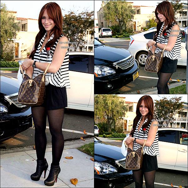 .01/11/11 : Jennifer aperçue deux fois dans la même journée se rendant à un restaurant dans Beverly Hills..