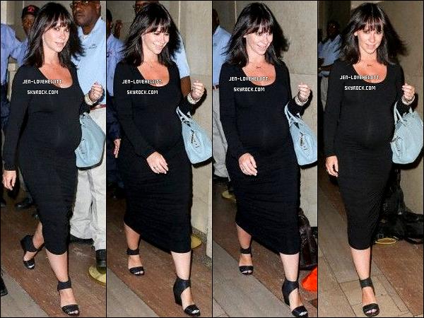 ".21/08/13 : Jennifer Love Hewitt s'est rendue à « Pampers Celebrates ""Love, Sleep and Play"" » à New-York.."