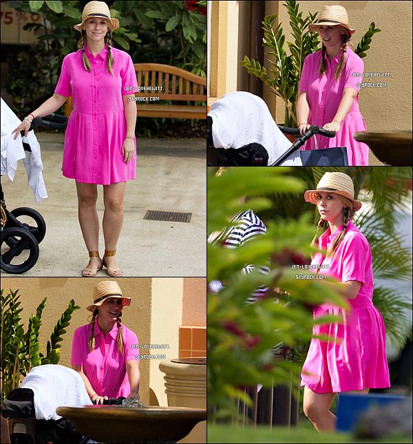 .22/04/14 : Jennifer Love Hewitt s'est rendue chez le pédiatre accompagnée de sa fille et son ami à L.A. .