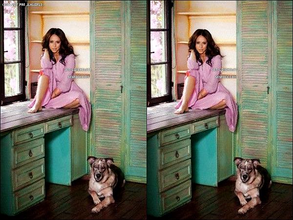 .Découvrez le shooting pour le magazine « Modern Dog » réalisé en août dernier.Petite précision : Le chien sur les photos est celui de Jlove, un berger allemand qu'elle a appelait « Duke ». .