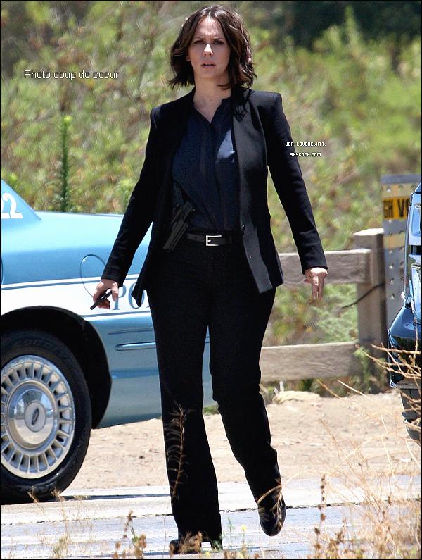 .21/07/14 : Jennifer, classe, a été vue en plein tournage sur le set D'ESPRITSCRIMINELS à Los Angeles..