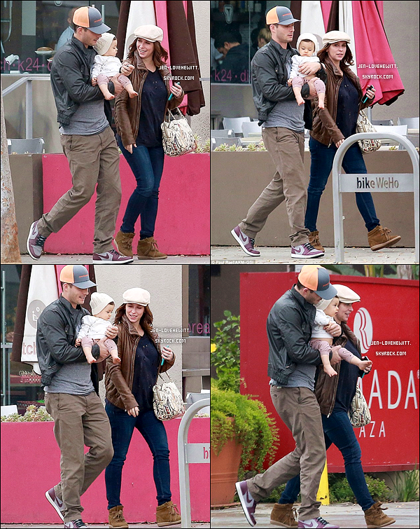 .13/01/15 : Jennifer et sa petite famille ont été photographié rejoignant des amis à Holywood..