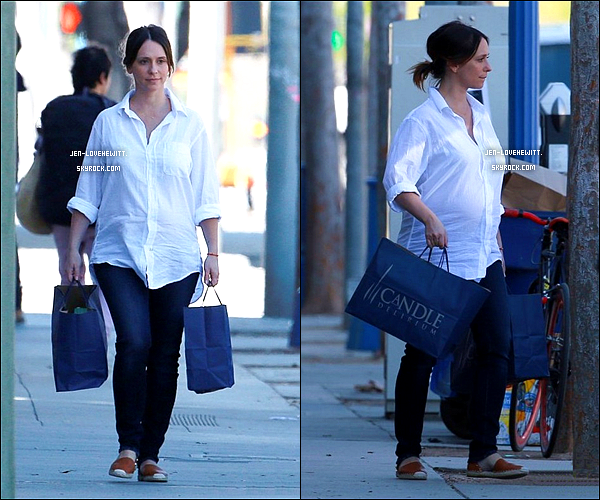 .04/03/15 : Jennifer a été faire du shopping à « Ron Herman » et « Candle Delirium » dans West Holywood..