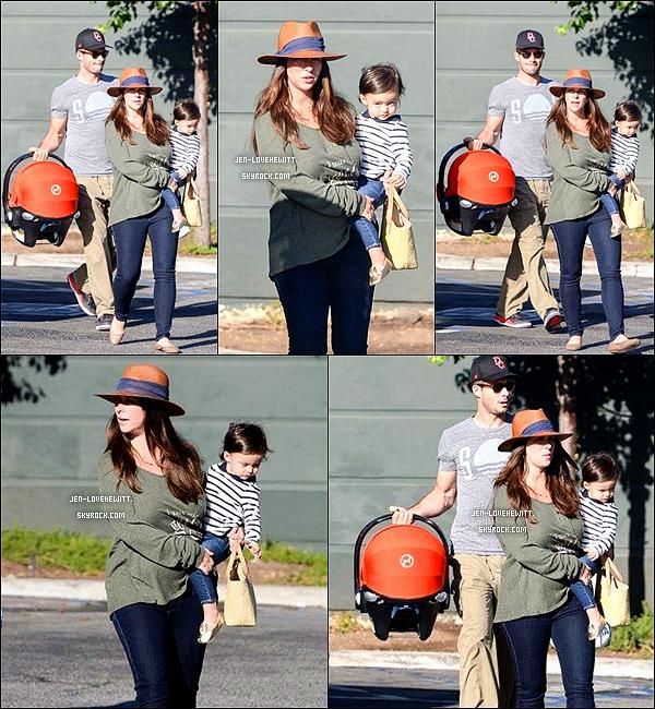 .30/08/15 : Jennifer Love Hewitt a été vue avec son mari et ses 2 enfants sûrement en balade à Los Angeles..