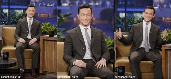 Joe participait au Tonight Show avec Jay Leno (sympa les chaussettes !)