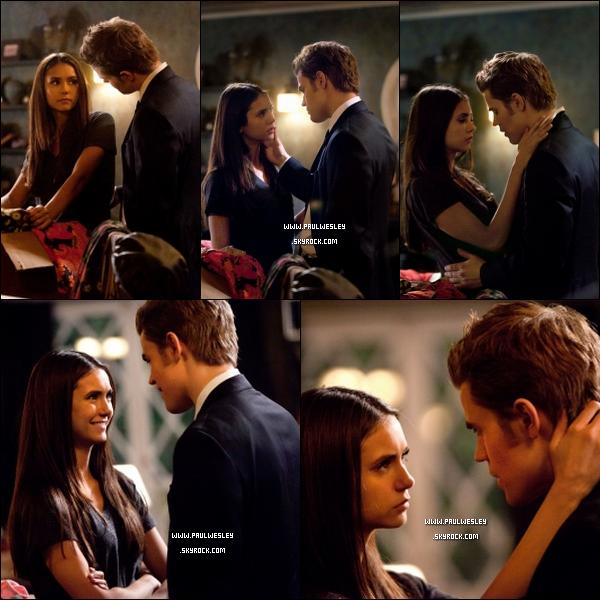 Nouveaux stills de l'épisode 2x18 «The Last Dance»        Synopsis de l'épisode : DANSE AVEC DANGER – Alors que le lycée se prépare à lancer la « Danse de la décennie des années 60 », Elena commence à recevoir des messages inquiétants de Klaus via une source inhabituelle. Bonnie tente de rassurer Jeremy sur le fait qu'elle est assez forte pour protéger Elena mais, inquiet, Jeremy demande l'avis de Stefan. Caroline demande à Matt de l'emmener à la fête. S'attendant à ce que Kaus se montre à la soirée, Damon et Alaric y assistent en tant que spectateurs mais Klaus joue à un jeu dangereux qui les laisse sur leurs gardes. Enfin, Damon arrive avec un nouveau plan d'action qui choque et bouleverse tout le monde.___ Hâte de voir l'épisode ? Sachez qu'il sera diffusé le 14 avril.