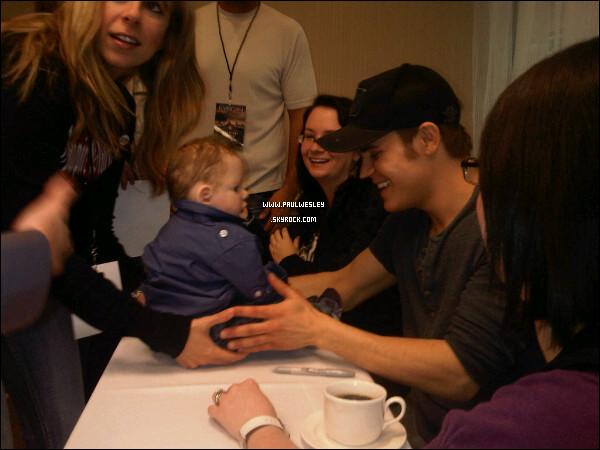 * 26/03/2011 : Paul était à la rencontre de fans lors de ...