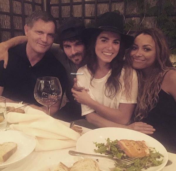 -- 15/07/16 : Le cast de TVD ainsi que les producteurs ont mangé ensemble à Atlanta hier soir. --