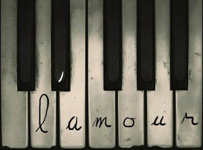 Si ma main était une plume et mon coeur un encrier; je prendrais deux gouttes de mon sang pour t'écrire je t'aime ...            [   By Florian C=  ]