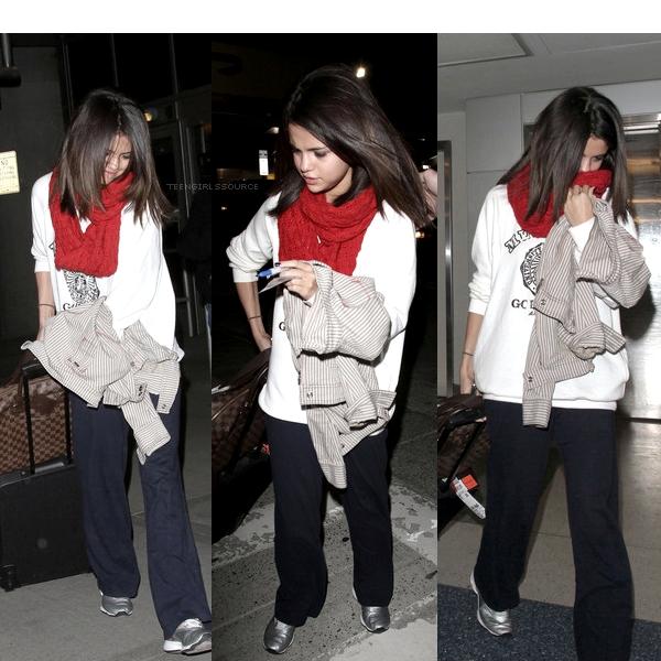 13.03.11 : Selena atterrissant à l'aéroport de New York.