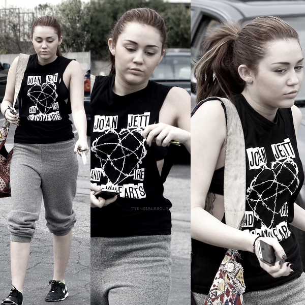 14.03.11 : Miley quittant sa gym habituelle à Toluca Lake.