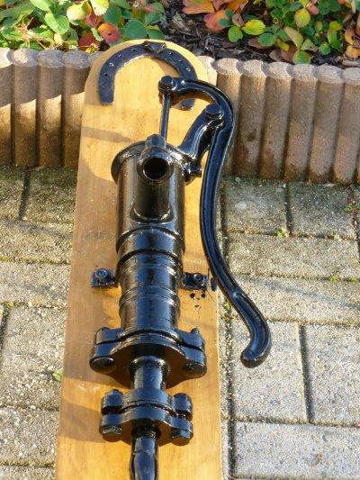 ancienne pompe en fonte 50 euros