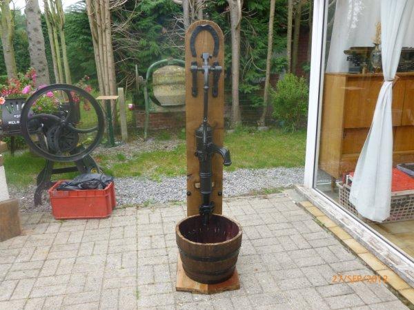 a vendre ancienne pompe en fonte