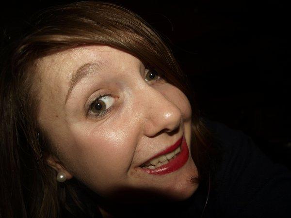 Paroles d'une femme brisée. Ce sourire est mon bouclier... La facette extérieur.
