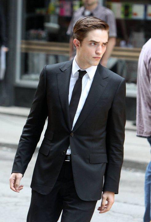 """Robert Pattinson: sa journée nu sur le plateau de """"Cosmopolis"""" LOL"""