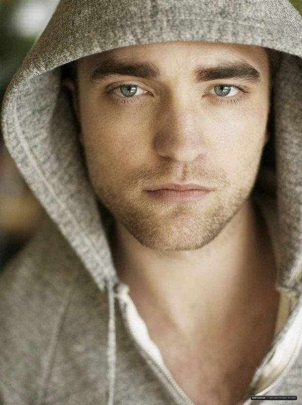 Anciennes photos de Robert Pattinson pour TV Week (c'était en 2010)