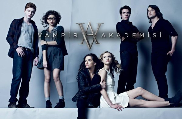 #VAMovie / #VampireAcademy , poster Turc (j'aime assez celui-là)