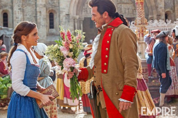 #BeautyAndTheBeast une nouvelle photo de Gaston & Belle