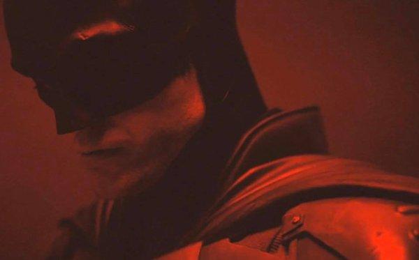 #Batman: premier appercu de Robert Pattinson dans le costume de Batman sortie prévue en 2021